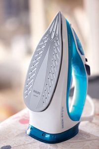 Miglior ferro da stiro - Philips GC204070 EasySpeed Pluss